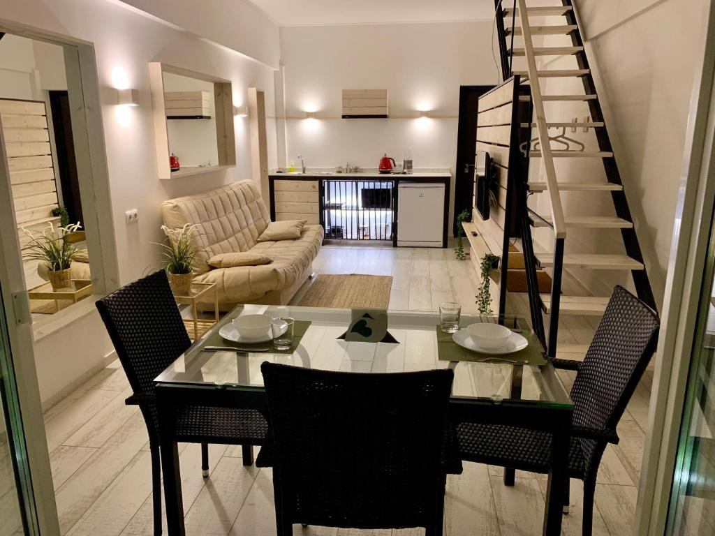 Отель New 2-level luxury apartments with terrace in the - фото №16