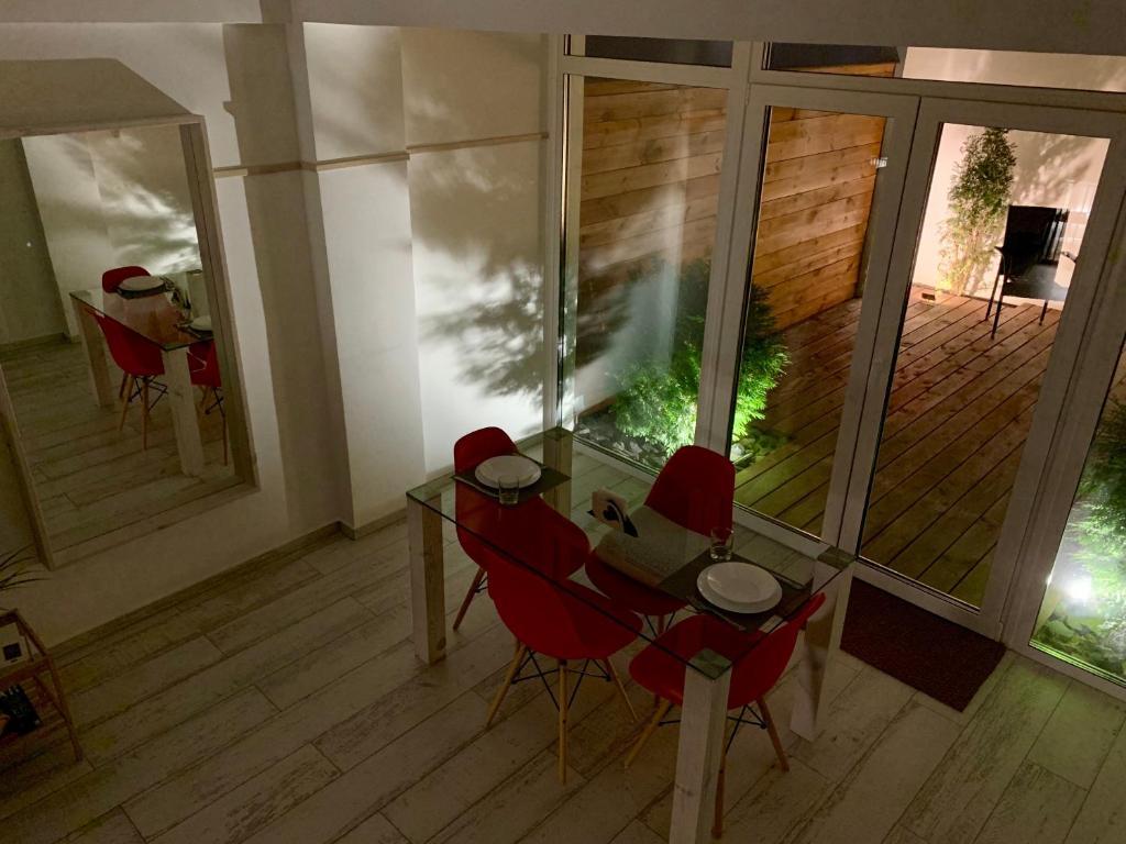 Отель New 2-level luxury apartments with terrace in the - фото №20
