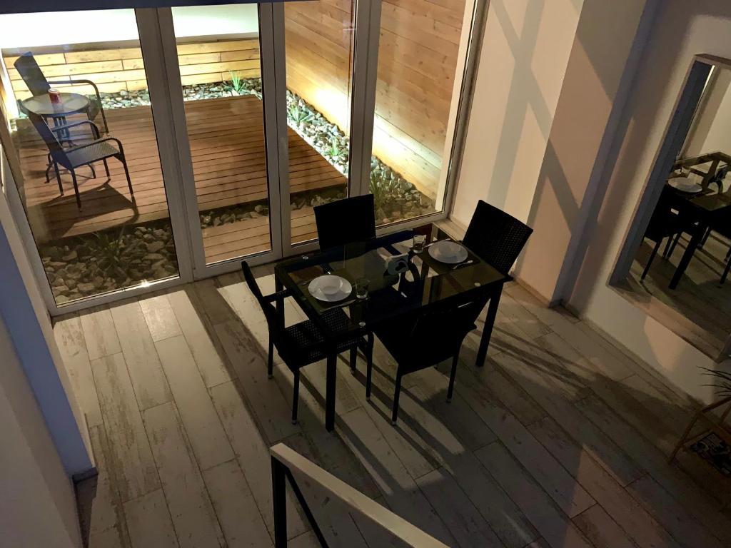 Отель New 2-level luxury apartments with terrace in the - фото №18