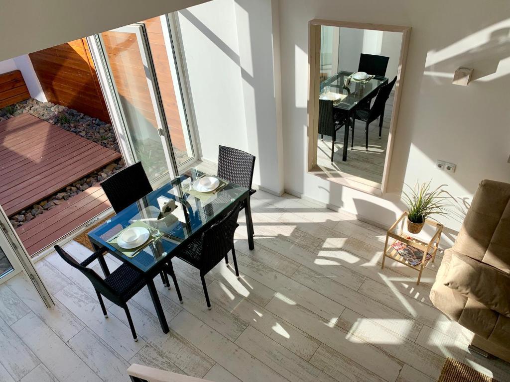 Отель New 2-level luxury apartments with terrace in the - фото №11