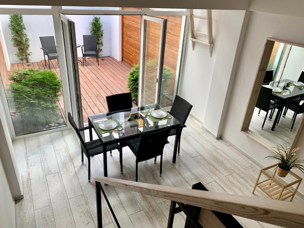 Отель New 2-level luxury apartments with terrace in the - фото №9