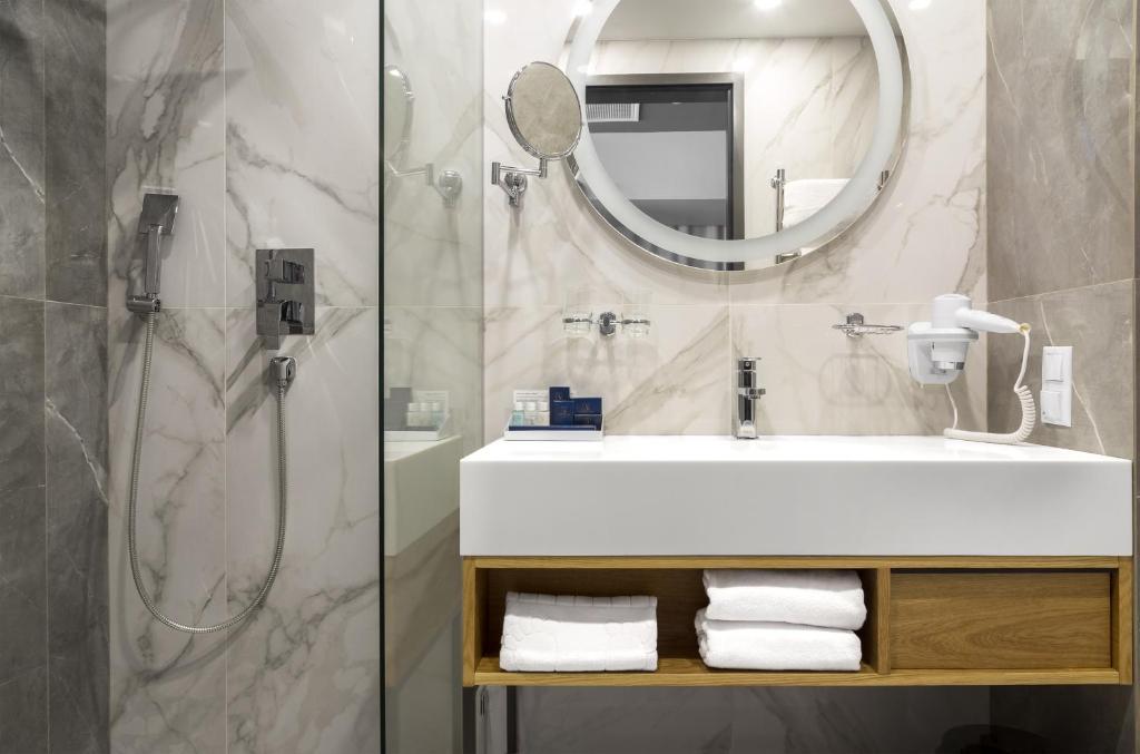 Отель Hotel ATRIUM - фото №76