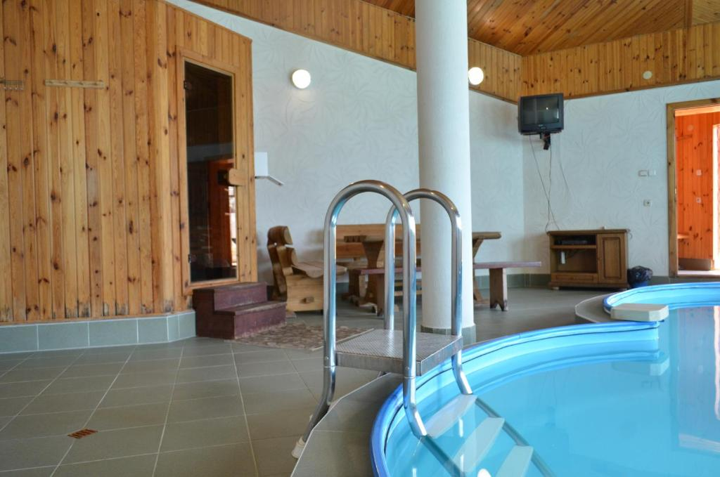 Отель With sauna and pool - фото №37