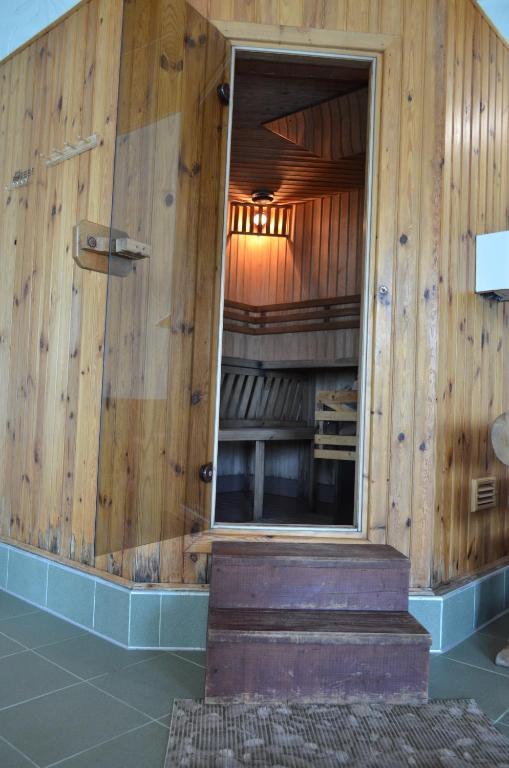 Отель With sauna and pool - фото №36