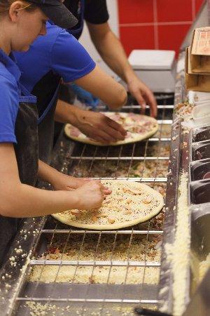 Сетевой фастфуд ресторан Dominos Pizza - фото №9